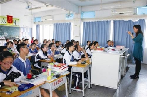 学生们就此展开讨论,课堂气氛异常活跃.